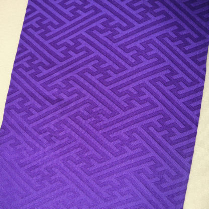 Rich purple silk Kasane-eri w/ a woven sayagata pattern on one side, lined in white. Comes with 3 clips, measures 11 cm by 122 cm, in as new condition.